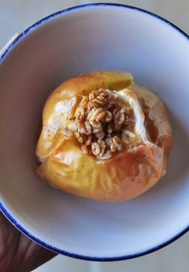 Baked Apple with Oatmeal and Maple Syrup