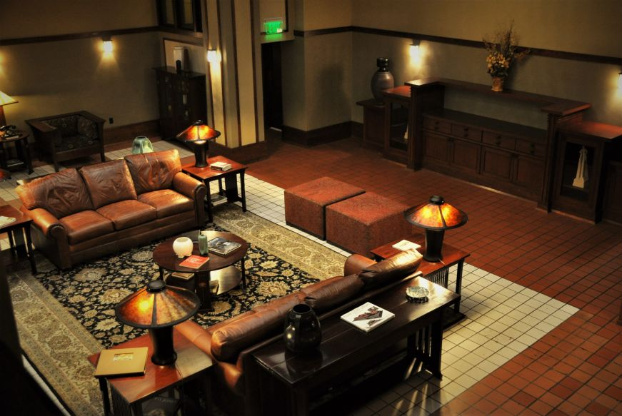 Lounge with leather couches and Mission-style furniture, Historic Park Inn, Mason City, Iowa