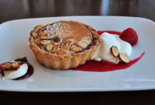 Bakewell tart, Walker Art Center British pub pop up