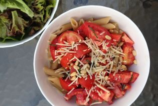 Pasta with Tomatoes and Fresh Herbs